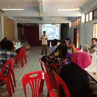 Photo taken at ห้องประชุม โรงเรียนบ้านโต by Nurhana H. on 3/27/2013
