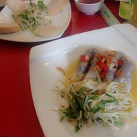 Photo taken at Banh Cuon Tay Ho by 👑Bé Quỳnh🍀 on 1/5/2015