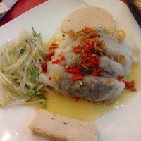 Photo taken at Banh Cuon Tay Ho by 👑Bé Quỳnh🍀 on 3/13/2014