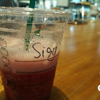 Photo prise au Starbucks par sisythohir ✅. le8/24/2018