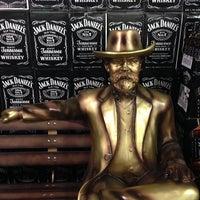 Foto tirada no(a) Beverage Depot por Krystal E. em 11/1/2013