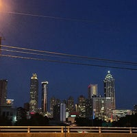 Foto tomada en Jackson Street Bridge por Nicole L. el 8/25/2015