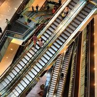 Foto tirada no(a) Shopping Vila Olímpia por F. C. N. em 10/11/2012