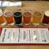 รูปภาพถ่ายที่ DryHop Brewers โดย JC B. เมื่อ 6/19/2013