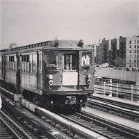 4/1/2013 tarihinde 🔌Malectro 7.ziyaretçi tarafından MTA Subway - 161st St/Yankee Stadium (4/B/D)'de çekilen fotoğraf