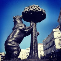 Foto tirada no(a) Estatua del Oso y el Madroño por Pao C. em 5/30/2013