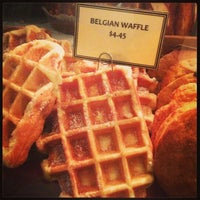 Foto tomada en Irving Farm Coffee Roasters por Russell J. el 7/20/2013