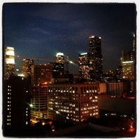 Photo prise au Upstairs Rooftop Lounge at Ace Hotel par Sarah J. le1/28/2014
