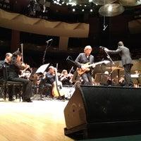 Foto tomada en Boettcher Concert Hall por Scott T. el 2/29/2012