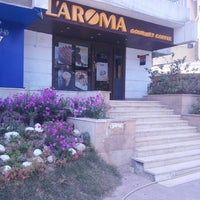 Photo taken at L'Aroma by Mohamed E. on 5/14/2013