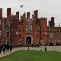 2/3/2013 tarihinde Erin D.ziyaretçi tarafından Hampton Court Palace'de çekilen fotoğraf