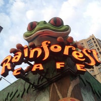 Photo taken at Rainforest Cafe by Saleh S. on 8/16/2013