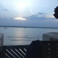 Foto scattata a Slipway Waterfront Restaurant da Zuweina F. il 2/22/2013