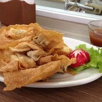 Foto tirada no(a) Ton Hoi Restaurante por Talita B. em 11/16/2012