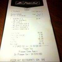 Photo taken at Pizza Hut by Mohd Farhan d. on 7/3/2013