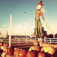 Photo taken at Dutch Hollow Farms by Gestina on 10/14/2012