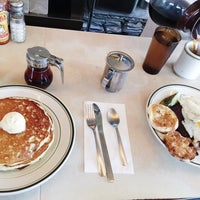 Photo taken at Palace Diner by Tatiana H. on 11/29/2016