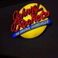 Foto tomada en Johnny Rockets por Juan A. el 7/10/2013