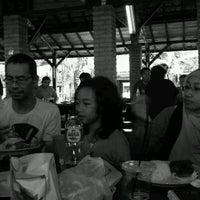 Photo taken at Resto Rumah Kayu Cabang Tahu Susu Lembang by dhini on 12/25/2013
