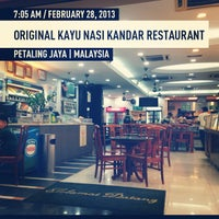 Foto tomada en Original Kayu Nasi Kandar Restaurant por Alarmist W. el 2/27/2013