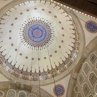 Das Foto wurde bei Edirnekapı Mihrimah-Sultan-Moschee von Kenan KALPAKOĞLU am 7/14/2013 aufgenommen