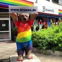 Das Foto wurde bei Brunos - Gay Shopping World von Powen S. am 5/21/2013 aufgenommen
