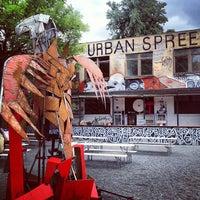 Das Foto wurde bei Urban Spree von Powen S. am 5/24/2013 aufgenommen