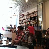 Das Foto wurde bei Café Humble Lion von Mikey L. am 8/7/2013 aufgenommen