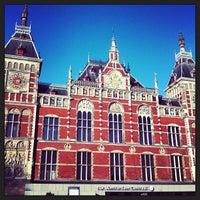 4/1/2013 tarihinde trish t.ziyaretçi tarafından Station Amsterdam Centraal'de çekilen fotoğraf