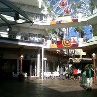 Снимок сделан в The Zone @ Rosebank пользователем Yva M. 9/26/2012