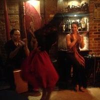 Foto tomada en Nai Tapas Bar por Mace B. el 12/2/2012
