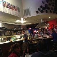 3/10/2013 tarihinde Jenn B.ziyaretçi tarafından Guero's Taco Bar'de çekilen fotoğraf