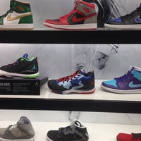 Photo taken at House Of Hoops by Abdul M. on 11/9/2013