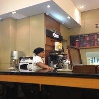 Photo taken at Café do Ponto by Antonio Carlos R. on 11/17/2012