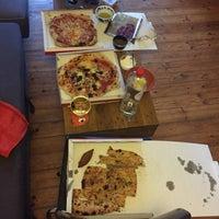Photo prise au La Bottega della Pizza par Erich J. le7/24/2017