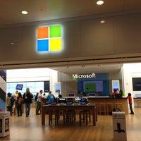 Foto tirada no(a) Microsoft Store por Yahya A. em 5/14/2013