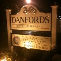 Das Foto wurde bei Wave Seafood Kitchen von Kelly M. am 9/30/2012 aufgenommen