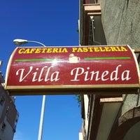 Foto tomada en Cafetería Bar Villa Pineda por Alex F. el 12/31/2013