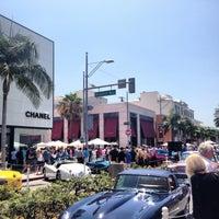 Das Foto wurde bei Streets of Beverly Hills von Farah am 6/16/2013 aufgenommen