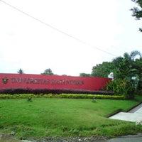Photo taken at Universitas Hasanuddin by Muh. Ichsan G. on 9/27/2012