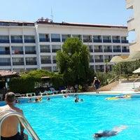 Photo taken at Alinda Beach Hotel Marmaris by Fikret K. on 8/9/2013