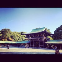 Foto tirada no(a) Meiji Jingu Shrine por Matt K. em 10/26/2012