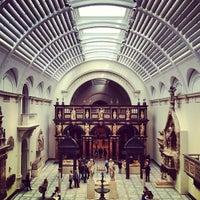Das Foto wurde bei Victoria and Albert Museum (V&A) von An-Ya B. am 5/4/2013 aufgenommen