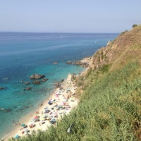 Photo taken at Spiaggia Michelino by Hyomin K. on 8/20/2014