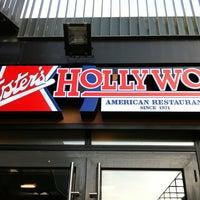 Foto tomada en Foster's Hollywood por Andres el 12/30/2012