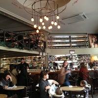 Foto tomada en Café Adonis 1940 por Joseph N. el 1/3/2013