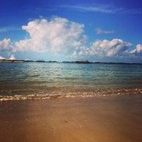 Foto tirada no(a) Praia do Francês por Let's Dive E. em 5/11/2013