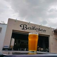 Photo prise au Baileson Brewing Company par Aaron M. le3/17/2018