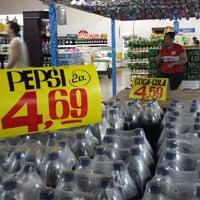 Foto tirada no(a) Superbom Supermercado por Leonardo S. em 3/22/2014