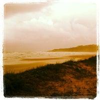Foto tirada no(a) Praia da Ribanceira por Biu G. em 11/15/2012
